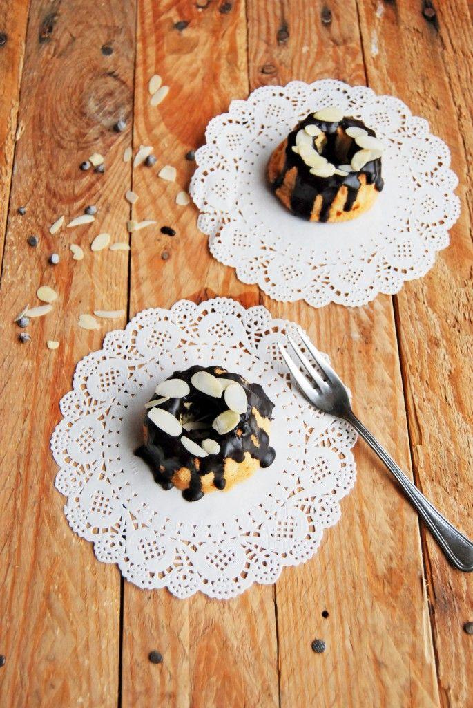 Mini bundt cake con gocce di cioccolato e glassa