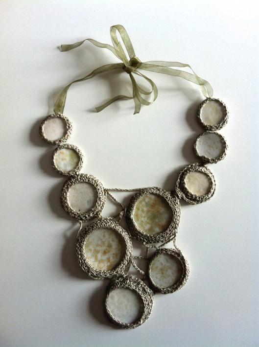 A unique necklace, earthware combined with crocheting. / Uniikkikaulakoru, jossa yhdistetty keramiikkaa ja tekstiiliä virkkaamalla. 2013.