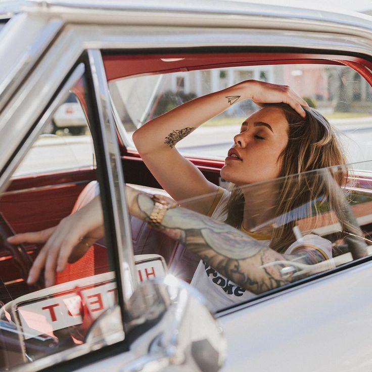 Belle photographie de portrait par Beau Simmons   – WOMEN AND CAR