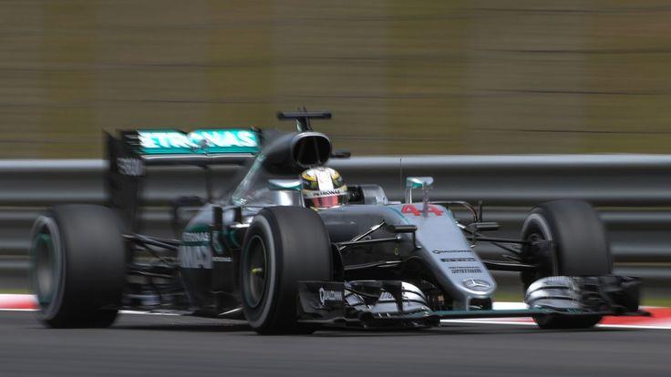 Hamilton holt die Pole Position in Sepang - Kurier