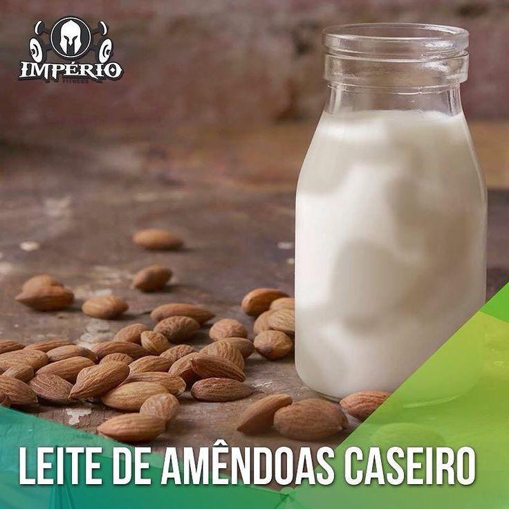 Leite de Amêndoas Caseiro:  É uma ótima fonte de vitaminas minerais e tem ação antioxidante. Fonte de proteínas vegetais e gorduras saudáveis e contém baixo teor de carboidratos comparado aos outros leites de cereais como de arroz ou aveia. Por fim é 100% natural vegan zero glúten e zero lactose.  Ingredientes:  1 xícara de amêndoas  1 saquinho de voal ou um pedaço de tecido  1 colher de chá de essência de baunilha  água filtrada para cobrir  Modo de preparo: Deixe as amêndoas de molho por…