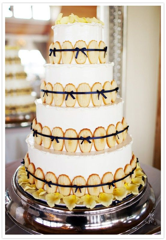 Relaxed french wedding cakes
