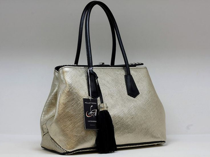 """Suveran bags & more - Administration - Product <small><small>[ Edit ]</small></small> <span style=""""color: #666666; font-size: large;""""><a href=""""http://www.posetepiele.ro/index.php?option=com_virtuemart&view=productdetails&virtuemart_product_id=4816"""" target=""""_blank"""" >Geanta dama H46 (Geanta dama H46)<span class=""""vm2-modallink""""></span></a></span>"""