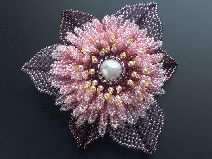 フサフサピンクのビーズコサージュ #カザリ咲色 #ビーズ #ビーズフラワー #ビジュー #ハンドメイド #コサージュ #手作り #手芸 #アクセサリー #bead #beads #bijou #beading #beadedflower #beadswork #beadwork #beadsph #bijoux #beaded #biser #corsage #rose #handmade