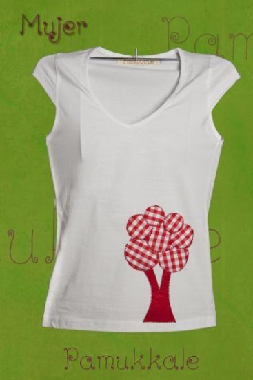camiseta de chica 100% algodón canalé 1x1 arbol cuadros hecha en fieltro y cosida a máquina.  fieltro,algodón,tela cortado troquelado cosido