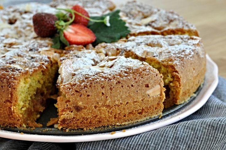 Kitchen story   Jahodový koláč s olivovým olejem a mandlemi   http://www.kitchenstory.cz