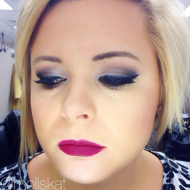 makeup idea using urban decay naked 2 eyeshadow palette and deep wine color lipstick for fall with tutorial