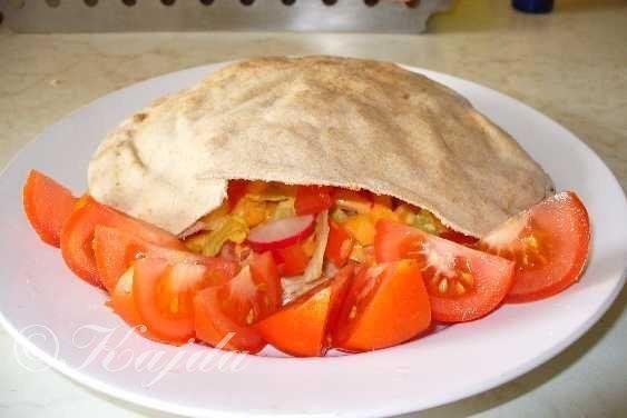 """""""Plněný Libanonský chléb""""SUROVINY1balíček Libanonského chleba (můžete si koupit třeba i tortilly, Pita chléb....), zelenina dle libosti, jakékoliv maso, dressing dle chutiPOSTUP PŘÍPRAVYNejlepší jsou kuřecí prsní řízky, dle chuti si je naložíte (olej, grilovací koření, sojová omáčka, koření na gyros, cibule). Můžete si je nakrájet na kostičky a nebo naložit na plátky. Dejte marinovat přes noc do ledničky. Zeleninu si nakrájíme na menší kousky, aby se nám dobře plnila do Libanonské..."""