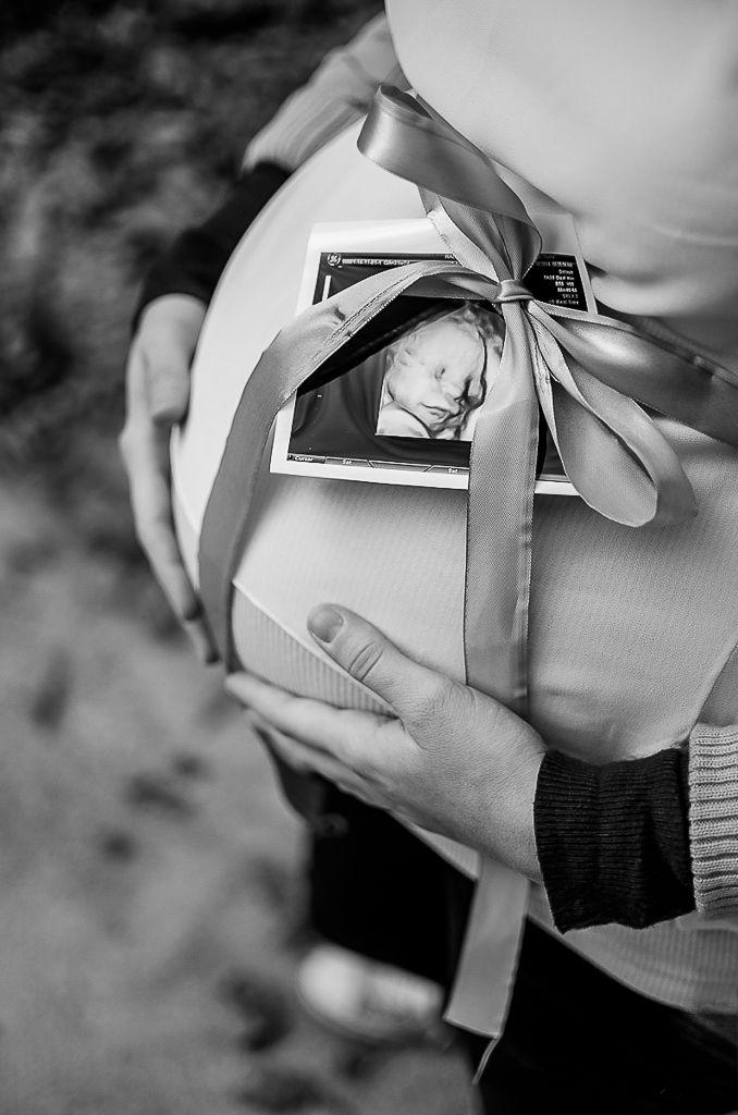 Waiting for Darius . #family #photosession #dastudio #dastudioweddings #pregnancy