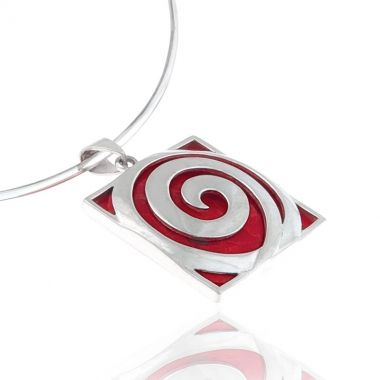 A 925 silver pendant featuring a deep red coral gemstone. This double sided sterling silver pendant shows the plain red coral gem on the one side and the Circle of Life in silver on the other. Symbol of infinity and the cyclical nature if life, in ancient Greece, this amazing red coral stone mixed with the eye-catching silver circle, creates a perfect pendant to wear at any occasion. Match it with chunky red coral sterling silver bracelets for a glamorous look.