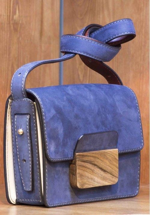 """Кожаная сумка Prima - незаменимый аксессуар как на повседневное ношение, так и """"на выход"""". Размер: 21*17*7 см, вес - 400 грамм, ремешок в комплекте. КУПИТЬ В http://dotupbutik.ru  #Bags #Leather bags #Designer bags #сумки #кожаныесумки #дизайнерскиесумки"""