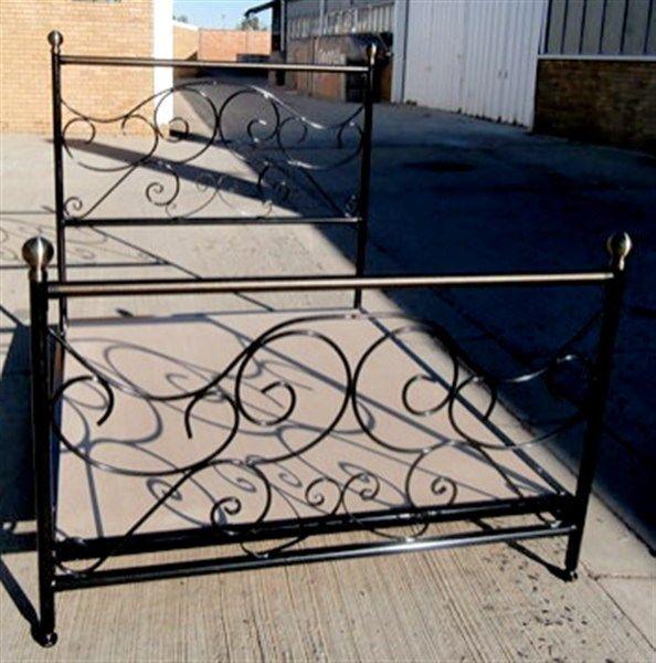 Kerry #metalbeds #ironbeds #wroughtiron #wroughtironbed #wroughtironcrafts #daybed #wroughtirondaybed #irondaybed #metaldaybed