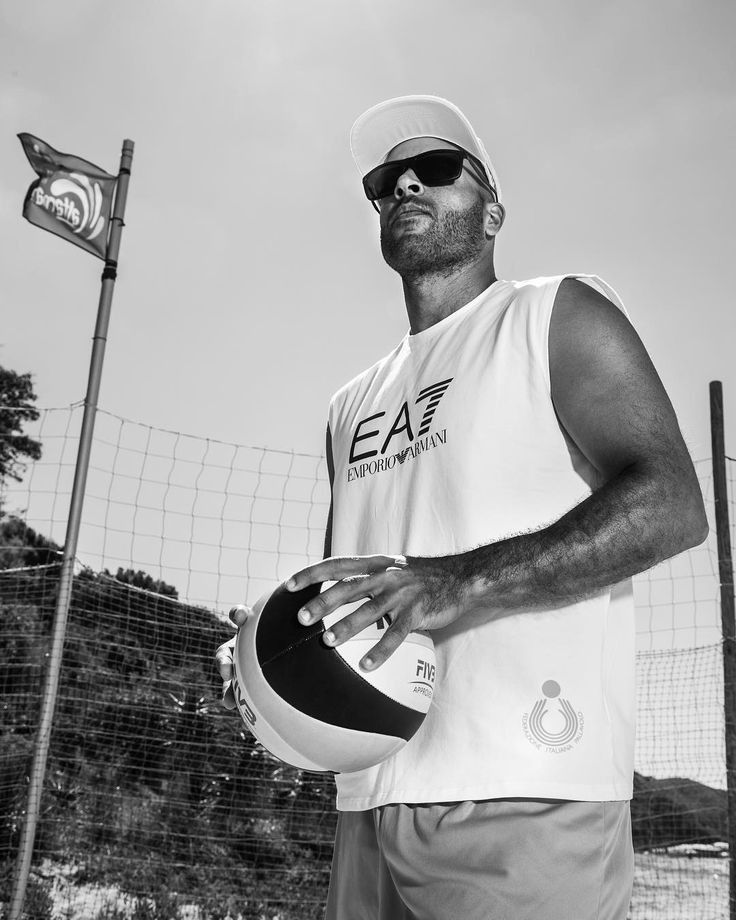 """""""Mi piace"""": 22 mila, commenti: 83 - Armani (@armani) su Instagram: """"Get in on the action with some beach volleyball fun! #EA7Summer Shop the #EA7 sportswear line on…"""""""
