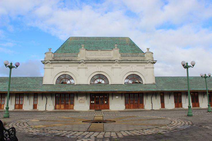 Primera estación ferroviaria en la Ciudad de Osorno. Actualmente el recinto alberga una biblioteca. Febrero 2014.