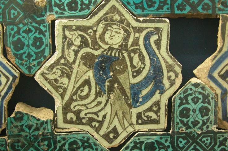 https://artserve.anu.edu.au/raider4/turkey/konya/medrese/karatay_and_tile_museum/tile_museum/ceramics/kubadabad_palace_13thc/DSCN8195.JPG