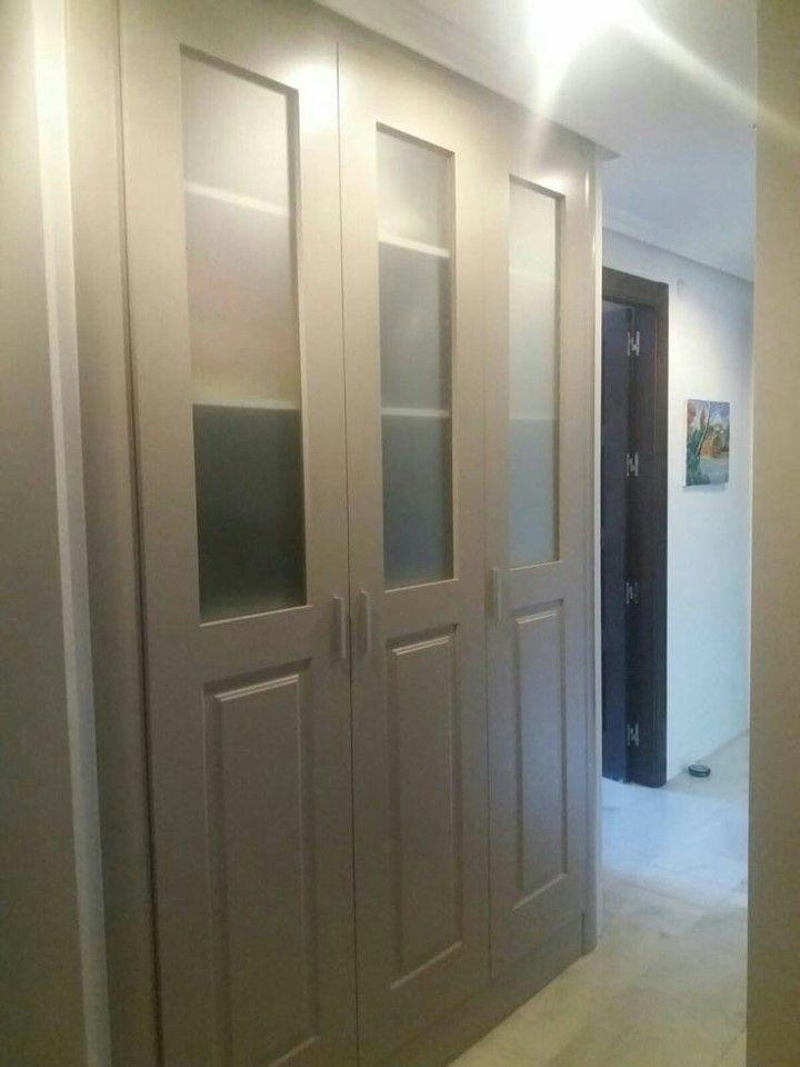 Armario Puertas Abatibles A Medida Cristal Translucido Y Lacado Armarios Puertas Abatibles Decoracion De Unas