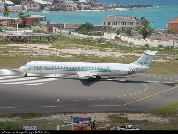 McDonnell Douglas MD-82, Antillean Airlines (ALM), PJ-SEF, cn 49123/1075, first flight 27.5.1982, Antillean delivered 4.10.1982, next Dutch Caribbean Airlines (DCA) (11/2002). Stored 12/2004, broken-up 3.8.2008. Foto: Sint Maarten, 7/2001.