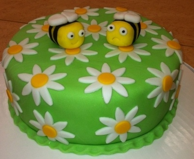 Fondant Bees & Daisy's By Lucyem on CakeCentral.com..what an awesome idea for an anniversary cake for Queen bee and her Honey bee :)