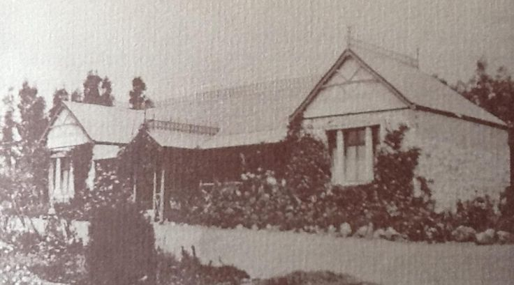 Old photo of Hy-Many (before the gables)