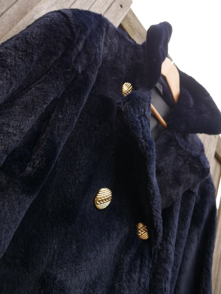 Fashionable dark blue faux fur coat. Unique, warm and a real fashion statement! Etsy shop https://www.etsy.com/nl/listing/499549378/luxurious-deep-blue-faux-fur-coat
