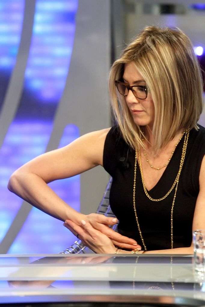 You Know You Need To Know About Jennifer Aniston's Bob jennifer aniston and adam sandler 220211 – Socialite Life