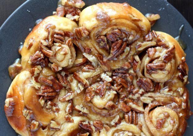 16 Homemade Thanksgiving Bread Recipes   http://homemaderecipes.com/homemade-thanksgiving-bread-recipes/