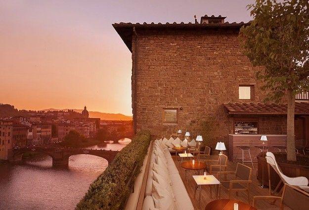 Elegante bar sulla terrazza di Firenze