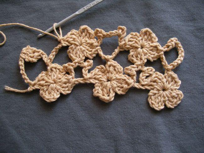 Недавно в сообщество ru_knitting обратилась osia_osa за помощью: разобраться, как вязать такой шарфик крючком. И вот, что поучилось у меня:) Первый раз делаю мастер-класс, поэтому писанина выглядит несколько дотошной. Но описать процесс для меня сложнее, чем связать, показать и объяснить вслух по…