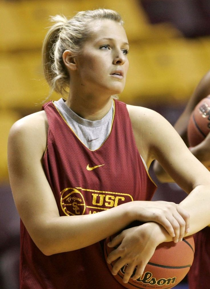 Brynn Cameron  Well isn't it cute to have a real love and basketball type story? Apparently former USC basketball star Brynn Cameron also has a thing for football, and athletes in general. She used to be hot and heavy with NFL quarterback Matt Leinart and now she's onto Los Angeles Clippers star Blake Griffin. She has babies with both men, and also she's absolutely smokin' hot. Nothing wrong with flowing blonde hair, piercing eyes and a spectacular chest. Also for those of us in