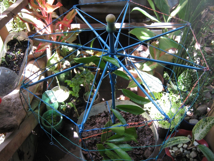 Recycled umbrella trellis pot materials pot 5l gallon for Flower pot made by waste material