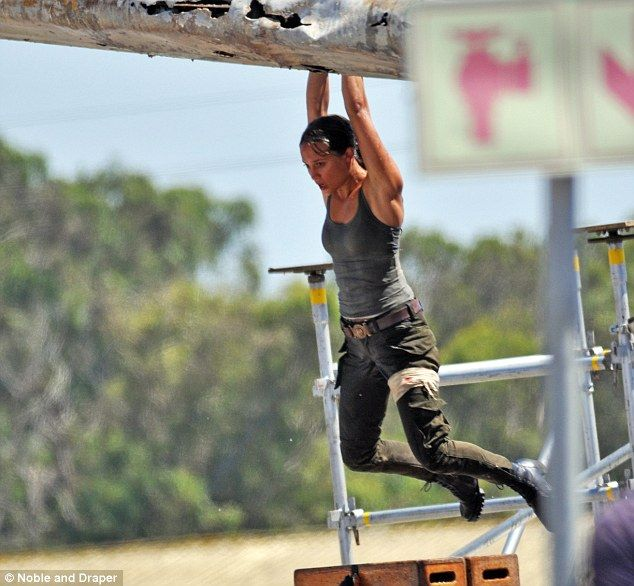 First pics from the new Tomb Raider movie! Alicia Vikander is perfect