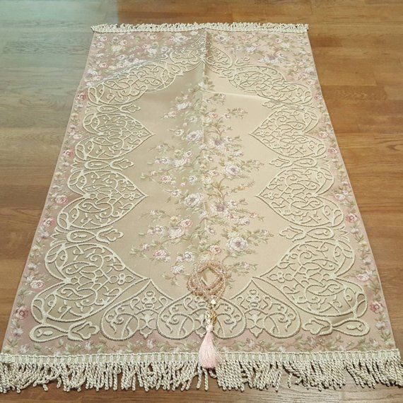 This Is An Elegantly Designed High Quality Prayer Mat We Take The Upmost Care Whilst Considering The Posit Prayer Rug Islamic Gifts Bridal Gift Wrapping Ideas