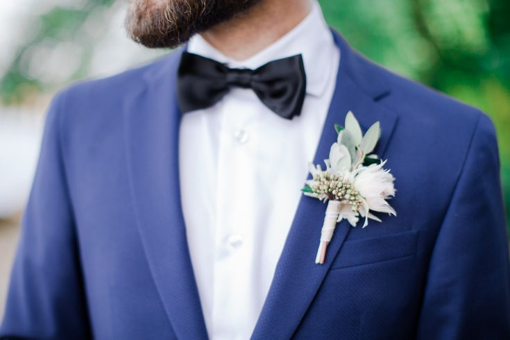 'Blushing bride' protea is a great choice for boutonniere made by Helmivillakko Floral Design. Photo: Annika Liinanki Photography.
