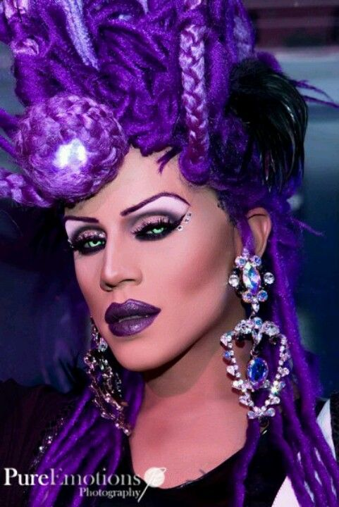 I live! Drag Queen Yara Sofia from Rupaul Allstars DragRace decked in purple!
