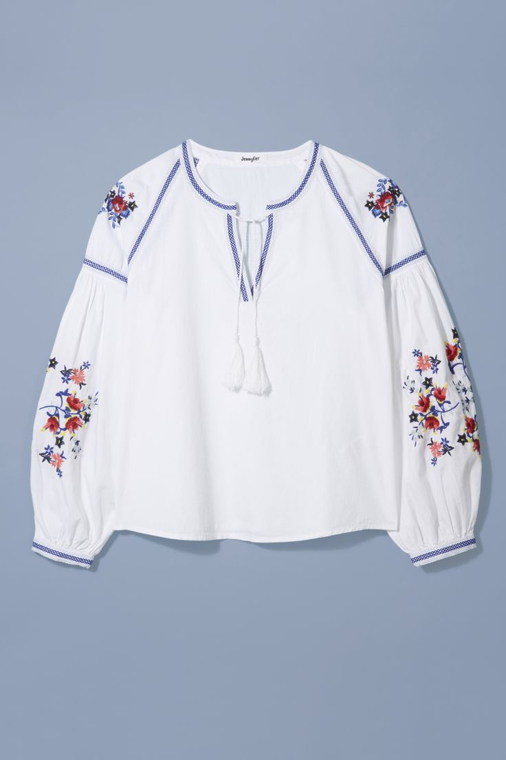 An embroidered bohemian blouse is a summer essential for effortless holiday style. Add denim shorts and statement sandals to Jennyfer's cool cover-up for a free-spirited beach look.