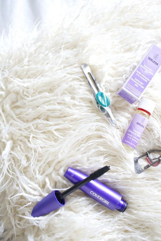 Finding a good mascara can always be hard- but were here for you! Check out our Top 10 Best Volumizing Mascara now!