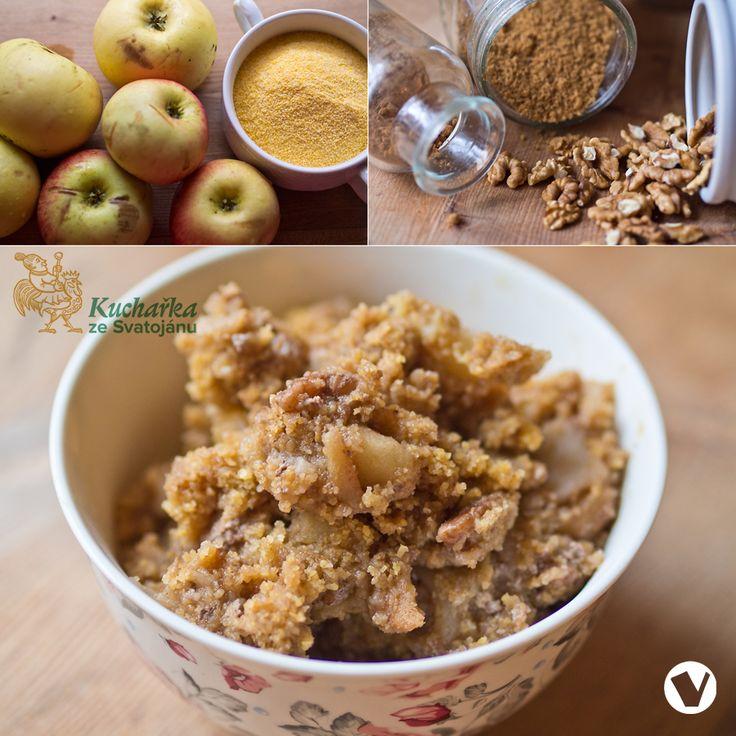 Oloupeme a na kostičky nakrájíme pět jablek. Vložíme je do nepřilnavého hrnce a vmícháme 50 g sušené třtinové šťávy Rapadura (nebo cukru neb...