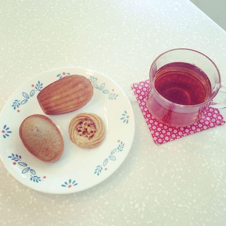 Orange madeleine, Vanilla financier, Romias cookie with tea.