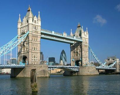 Ik be vorig jaar met school naar Londen geweest waar ik onder andere de London Bridge heb gezien.