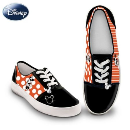 I love these!Canvas Shoes, Minnie Shoes, Canvas Sneakers, Women Canvas, Woman Shoes, Things Disney, Minnie Women, Disney Retro, Retro Mickey