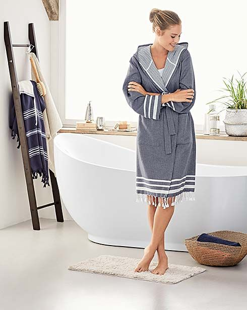 Turn your bathroom into your own little haven of relaxation with fluffy bathrobes, towels and more from Tchibo.de