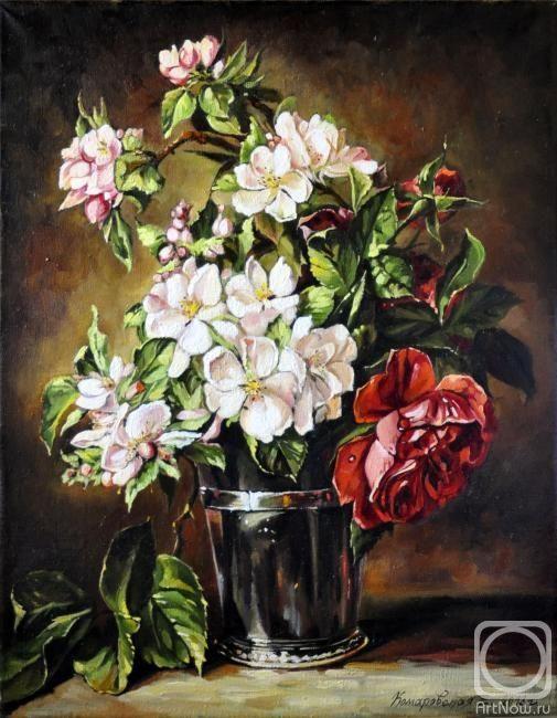 Комаровская Елена. Цветущая ветка яблони и розы в серебряной вазе