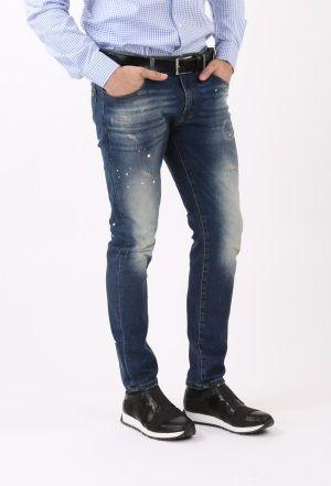 Tinerii bine crescuti poarta blugii gata rupti. :) De departe, cea mai reusita si folosita combinatie in cazul tinutelor casual, este cea dintre o pereche de jeans si un sacou.  #jeansi  #pantaloni #blugi #blugibarbati