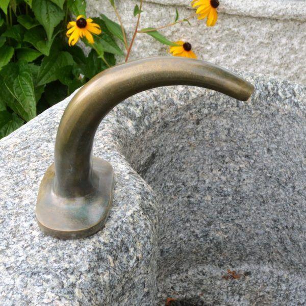 Wasserhahne Und Wasserzulaufe Wasserhahn Wasser Im Garten Hahnchen