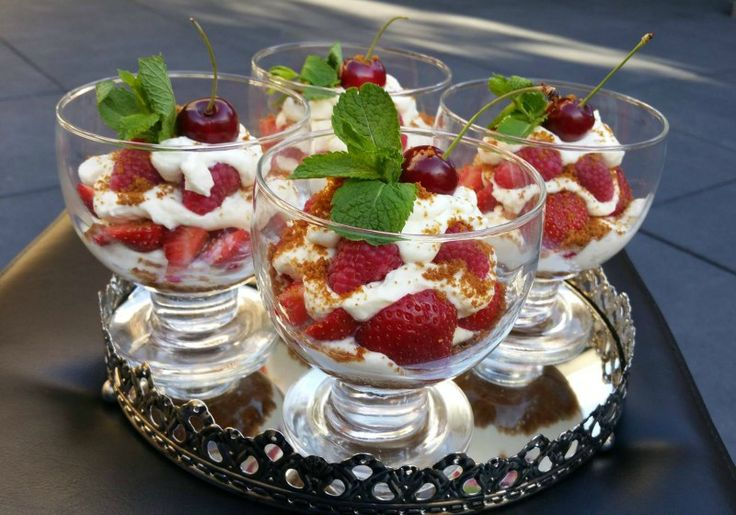 Zomerse trifle met rood fruit