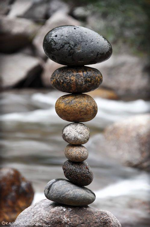 Cet homme a l'art de manier les rochers comme personne