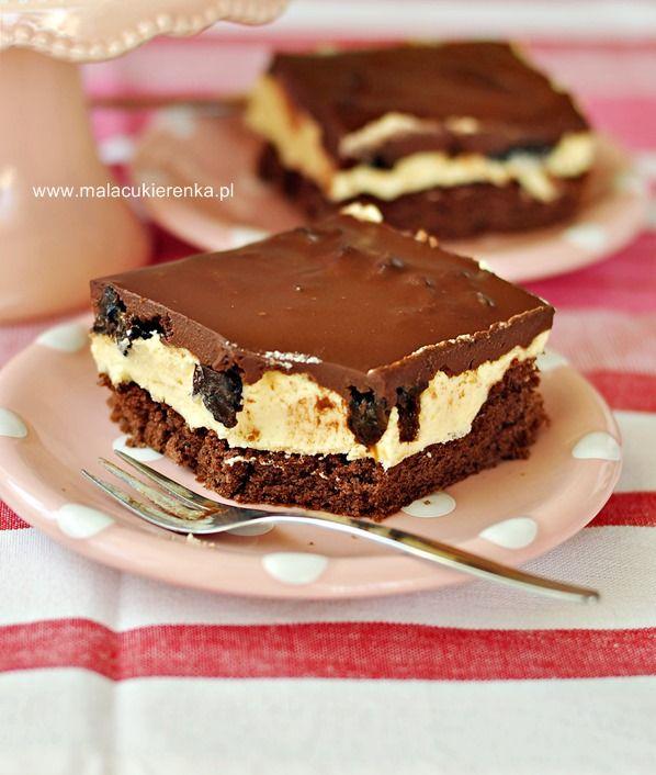 Ciasto z kremem i polewą czekoladowo - wiśniową