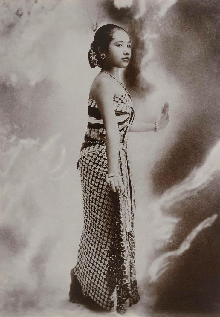 Kassian Cephas (1845-1912) Studio portrait of a young Javanese woman in a dancing pose, circa 1867-1910