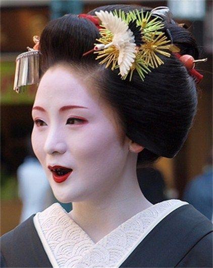 Ohaguro, l'art japonais de se noircir les dents