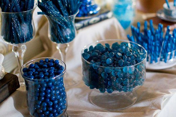 Creating a Custom Candy Bar for Your Wedding - (graduation party foods buffet)